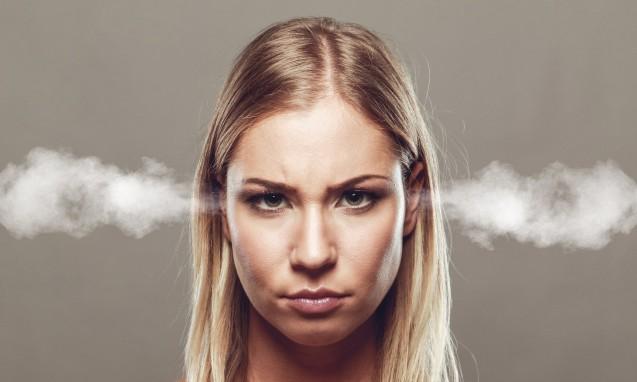 怒りが沸騰しそうな女性|副腎疲労blog
