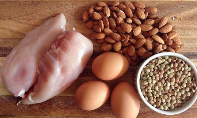 新鮮な鶏肉、卵、アーモンド、豆|副腎疲労blog