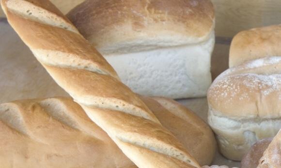 小麦で作ったたくさんのパン|副腎疲労HP