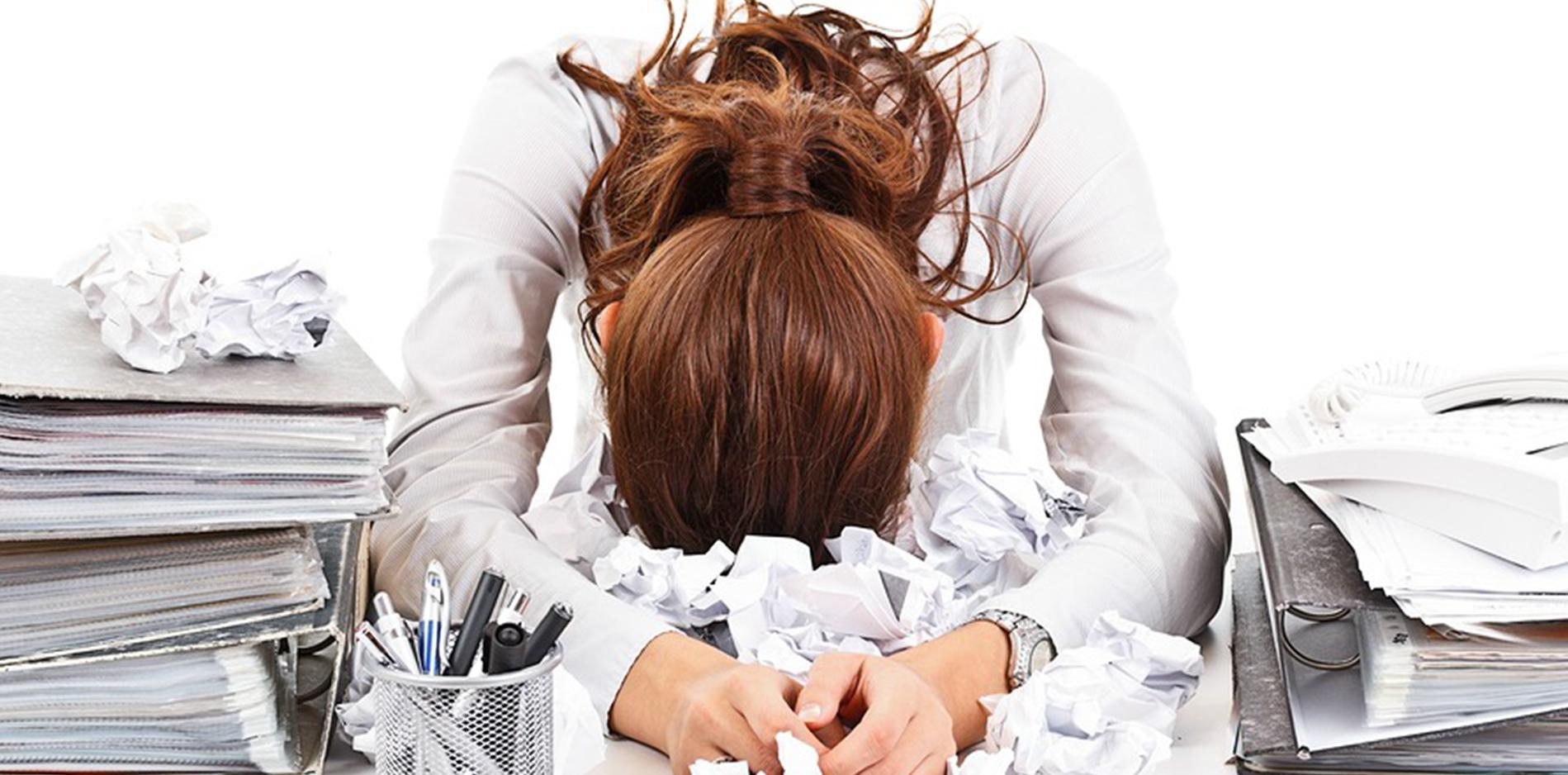 書類の山にうなだれる女性|副腎疲労blog