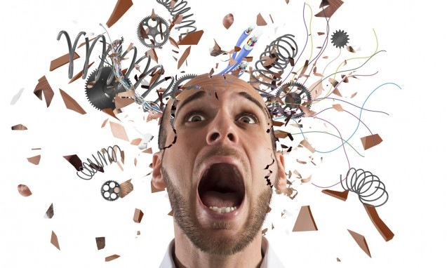ストレスで頭がパニックな状態の男性|副腎疲労blog