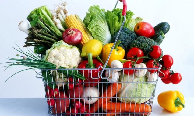 買い物カゴに溢れんばかりに入った新鮮なお野菜|副腎疲労blog