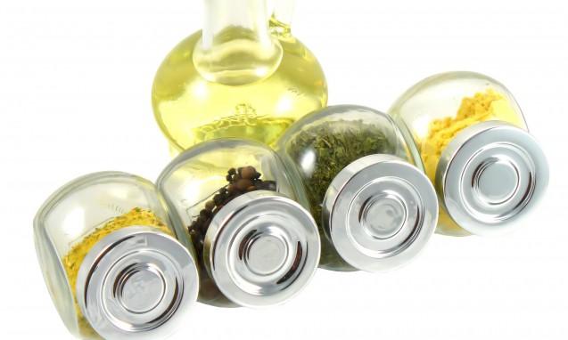 オイルと調味料の入った瓶|副腎疲労blog