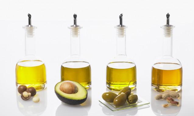 一価不飽和脂肪酸のオイルを綺麗なビンに入れて並べた写真|副腎疲労blog