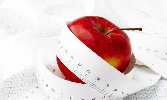 リンゴに長いメジャーが巻きついている写真|副腎疲労blog