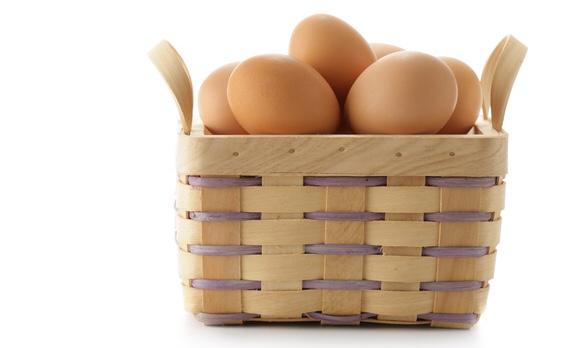 籠の中に入った新鮮な卵たち|副腎疲労blog